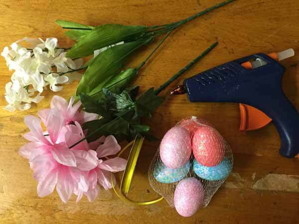 Easter Loop Yarn Wreath Tutorial Flowers & Eggs