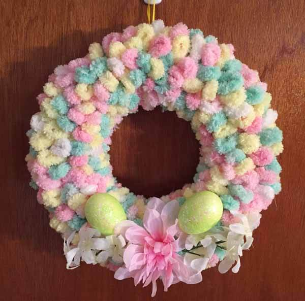 Easter Loop Yarn Wreath Tutorial