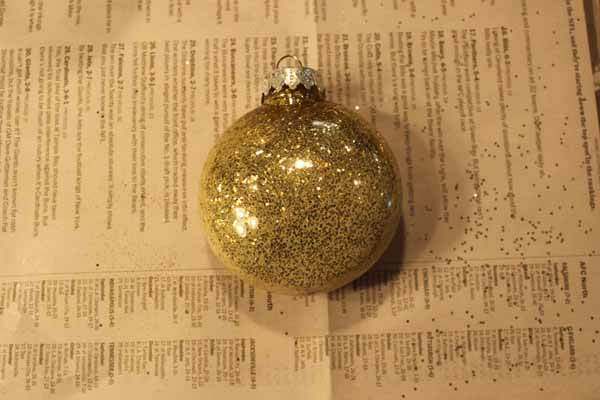 Glitter Ornament Tutorial - Mod Podge Ornament