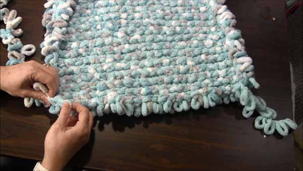 Loop Yarn Loopy Bath Rug Tutorial - Bind Off