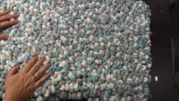 Loop Yarn Loopy Bath Rug Tutorial - Completed Rug