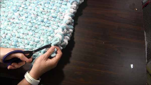 Loop Yarn Loopy Bath Rug Tutorial - Cut Loop Open