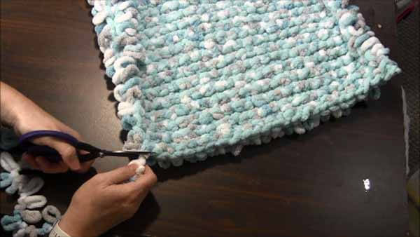 Loop Yarn Loopy Bath Rug Tutorial - Cut off Loop