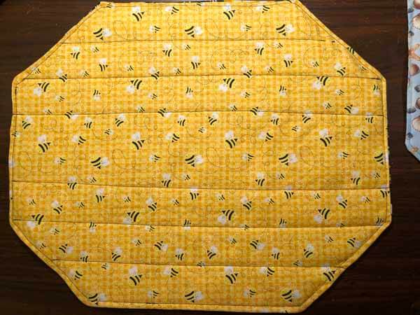 Quick Placemat Tutorial - Bees