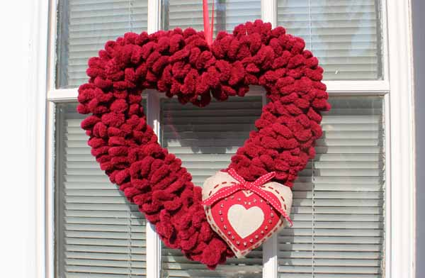 Valentine Loop Yarn Heart Wreath - Finished Wreath