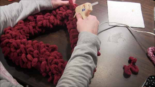 Valentine Loop Yarn Heart Wreath - Glue Yarn End