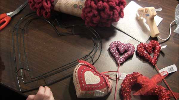 Valentine Loop Yarn Heart Wreath - Supplies