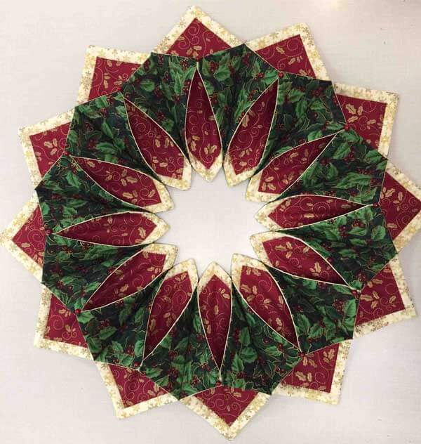 Holiday Fold'n Stitch Wreath